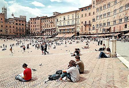Fragment Piazza di Campo, na kt�rym co roku odbywa si� palio