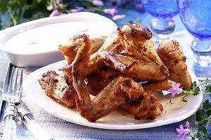 Pikantne skrzydełka z serowym dipem