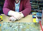 Monety, kt�re przyci�gaj� do kiosku