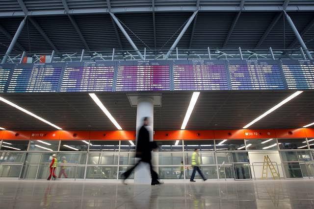 Hala przylotów w nowym terminalu na dzień przed oficjalnym otwarciem
