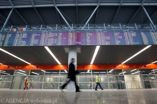 Hala przylot�w w nowym terminalu na dzie� przed oficjalnym otwarciem