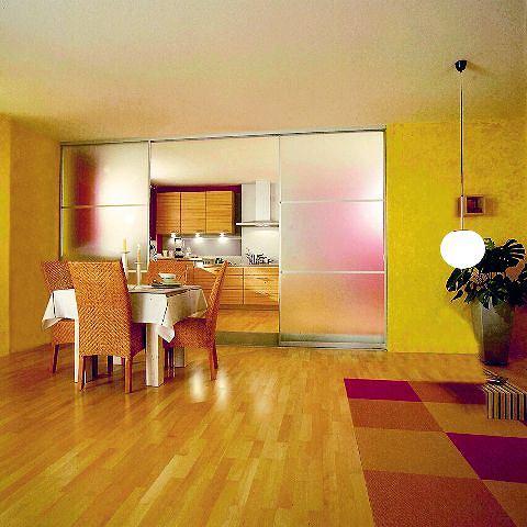 Drzwi przesuwne zawieszone na górnej szynie - nie zarysują podłogi i umożliwią wymianę powietrza