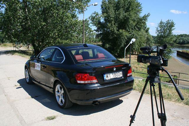 Sprzęt już gotowy do pracy. W pojedynku na zgrabność BMW zdecydowanie wygrywa z kamerą...