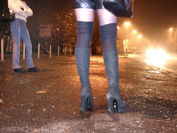 Brutalny gwa�t na ci�arnej prostytutce