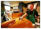 Wed�ug firmy Starbucks ka�da jej kawiarnia to przysta�, gdzie mo�na oderwa� si� od codziennych zaj�� oraz spotka� z przyjaci�mi, aby wsp�lnie wypi� kubek pysznej kawy