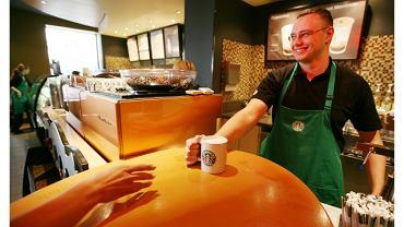 Według firmy Starbucks każda jej kawiarnia to przystań, gdzie można oderwać się od codziennych zajęć oraz spotkać z przyjaciółmi, aby wspólnie wypić kubek pysznej kawy