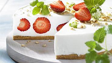 Truskawkowe ciasto bez pieczenia