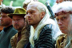 Michał Żebrowski w roli Geralta w niesławnym już serialu polskiej produkcji
