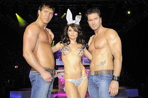 Rozebrane dziewczyny i towarzyszący im napakowani kolesie biorący udział w pokazie na imprezie Playboya okazali się znacznie ciekawsi niż gwiazdy, które się tam zjawiły.