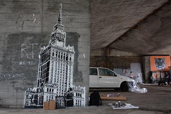 Sztuka zamiast brudu na filarach wiaduktu