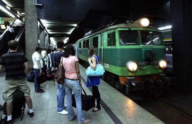 Pociąg na Dworcu Centralnym w Warszawie