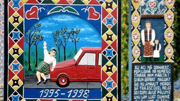 Maramuresz, przygraniczny okręg na północy Rumunii, słynie z pięknych, karpackich widoków, ręcznie robionych dywanów i piekielnie mocnej palinki. Jednak tym, co rocznie przyciąga do Maramuresz tysiące turystów z najdalszych zakątków świata jest Cimitirul Vesel - Wesoły Cmentarz w niewielkiej wsi Sapanta