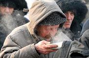 Wigilia dla potrzebujących i bezdomnych przed kościołem św. Anny