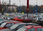 Wyprzedaże - wszystkie parkingi w Manufakturze zajęte