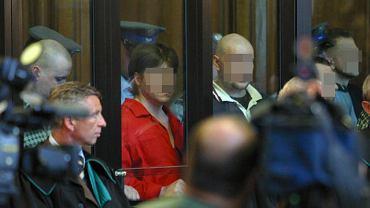 Artur Zirajewski na ławie oskarżonych, pierwszy po lewej