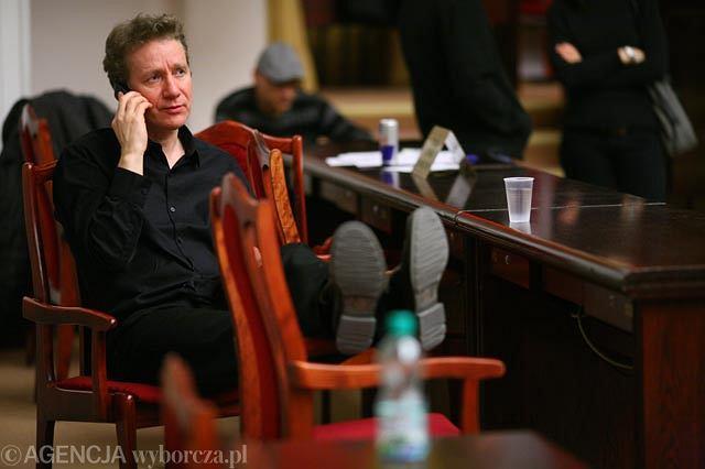 Marek Żydowicz w budynku rady miejskiej