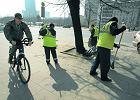 Więźniowie i bezrobotni sprzątają miasto po zimie