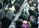 Stacja metra Centrum. Na schodach był tłok, nawet gdy działały wszystkie ciągi