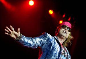 Potwierdziły się wcześniejsze doniesienia i Axl Rose z Guns N' Roses na pewien czas zostanie frontmanem AC/DC.