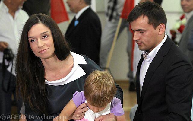 Marta Kaczyńska wraz z córkami i mężem.