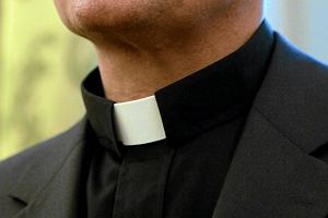 17 zarzutów, 12 ofiar. Ksiądz oskarżony o gwałt