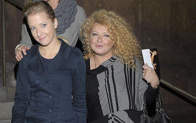 Magda Gessler z córką Larą przyszła w sobotę na imprezę Hennessy. Lara ma 21 lat i jest córką znanej restauratorki z drugiego małżeństwa. Magda Gessler od kiedy stacja TVN emituje program