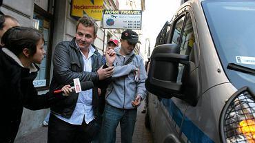 Król dopalaczy DAwid Bratko (z lewej) podczas zatrzymania