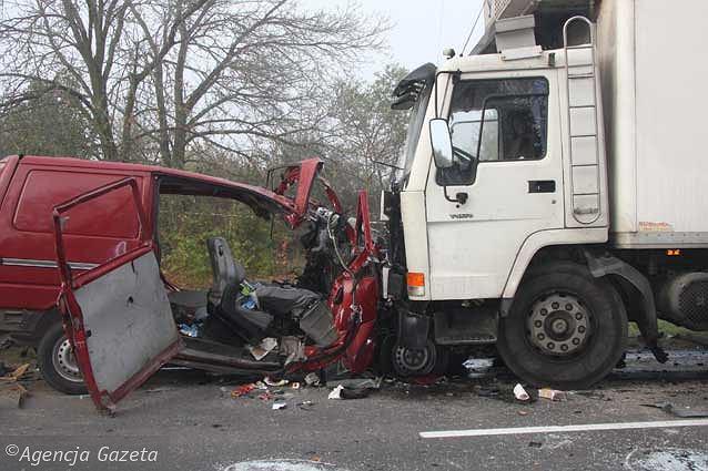 Zniszczony bus w Nowym Mieście nad Pilica