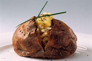 Ziemniak na widelcu