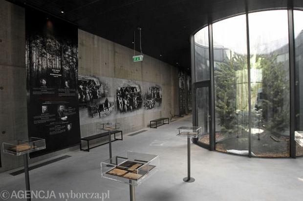 28.03.2011 PALMIRY K. WARSZAWY . BUDYNEK MUZEUM OFIAR ZBRODNI HITLEROWSKICH W PALMIRACH . FOT. KUBA ATYS / AGENCJA GAZETA