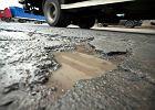 Kiedy za�ataj� dziury w drogach? Op�niony przetarg
