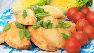Kruche pierożki z warzywami i serem