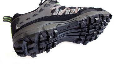 Bieżnik terenowego buta biegowego inov-8 roclite 295