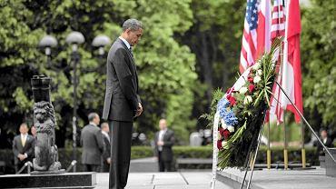 Barack Obama składa kwiaty pod Pomnikiem Bohaterów Getta
