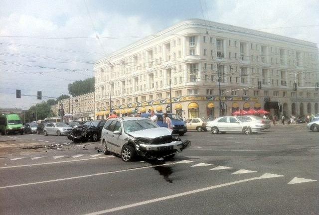 Wypadek na skrzyżowaniu al. Jana Pawła II z al.