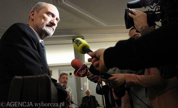 Macierewicz: Je�li kto� my�li, �e s�u�by rosyjskie nie znaj� j�z. polskiego, to niech si� zapisze do Ruchu Palikota