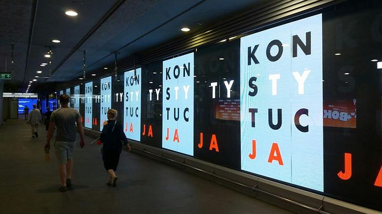 Plakaty w metrze