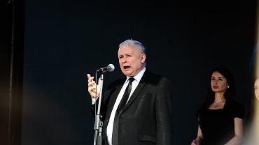 Prezes PiS Jarosław Kaczyński podczas 8. rocznicy katastrofy smoleńskiej