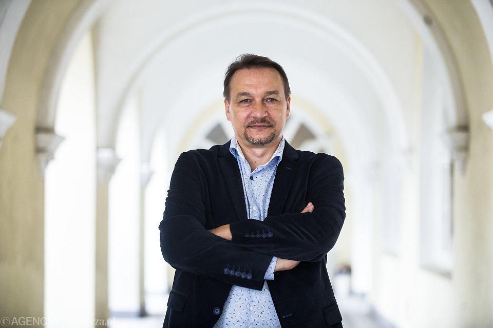 Krzysztof Krupa na korytarzach Katolickiego Uniwersytetu Lubelskiego