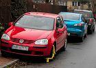 Auto Andrzeja Dudy �le zaparkowane. W�a�ciciel zap�aci� mandat