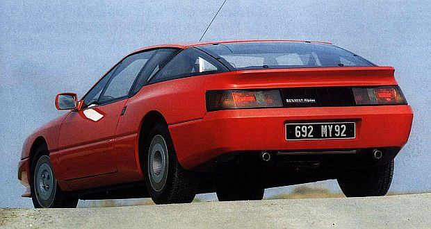 Szybszy był tylko model V6 Turbo z 200 konnym silnikiem bez katalizatora. Jego V-max wynosił 250 km/h