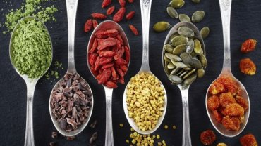 """W 2015 roku królowały m.in. produkty spożywcze określane mianem """"superfoods"""", czyli """"superpokarmy"""" - żywność zawierająca składniki wyjątkowo cenne dla naszego zdrowia."""