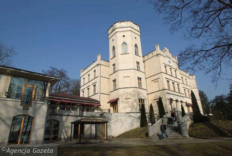 Pałac w Maciejewie, niegdyś część turystycznej Pomeranii, potem przejęty przez Artura R.
