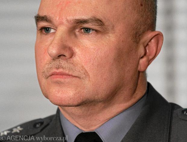 Szef Komisji Badania Wypadk�w Lotniczych odwo�any. Nie zgadza� si� z hipotez� o zamachu