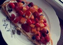 Omlet z serkiem i owocami - ugotuj