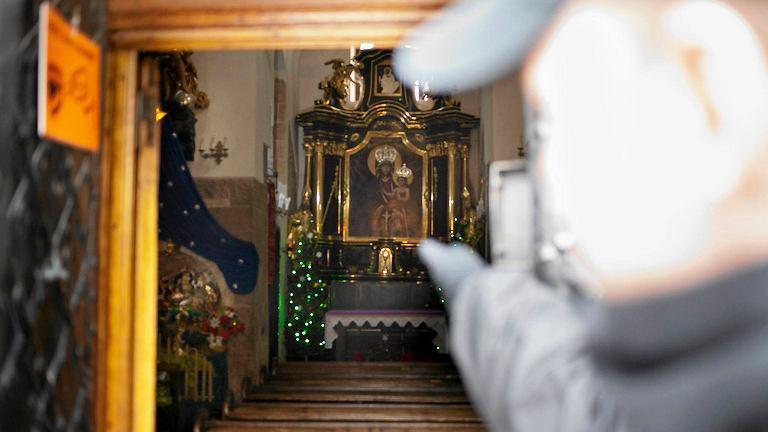 Zniszczony obraz w kościele św. Wojciecha