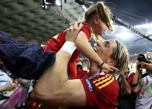 Spain's Fernando Torres plays with his daughter Nora as he celebrates defeating Italy to win the Euro 2012 final soccer match at the Olympic stadium in Kiev July 1, 2012.        REUTERS/Eddie Keogh (UKRAINE  - Tags: SPORT SOCCER)