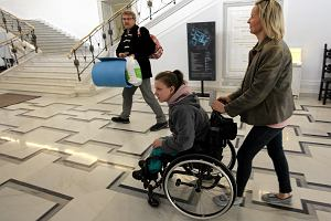 Rodzice niepe�nosprawnych dzieci, kt�rzy protestowali w Sejmie, zn�w jad� do Warszawy