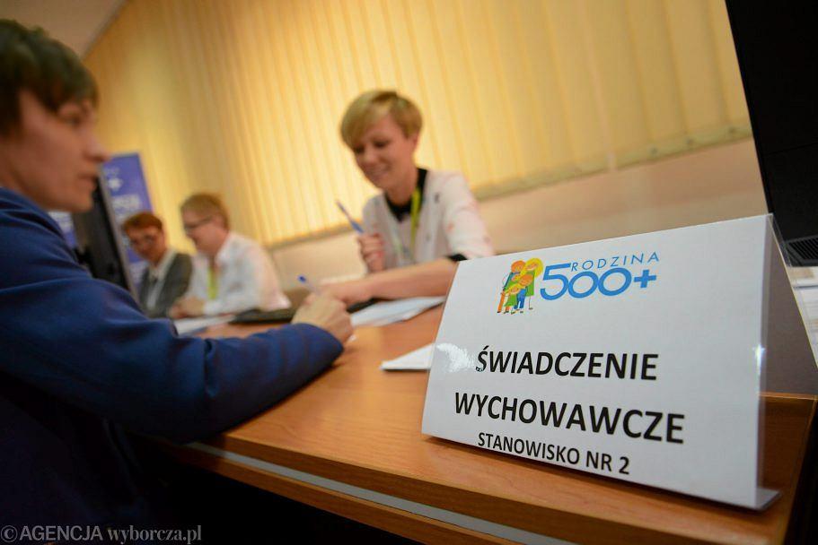 Świadczenie 500 plus pobiera 2,7 mln rodzin w Polsce.