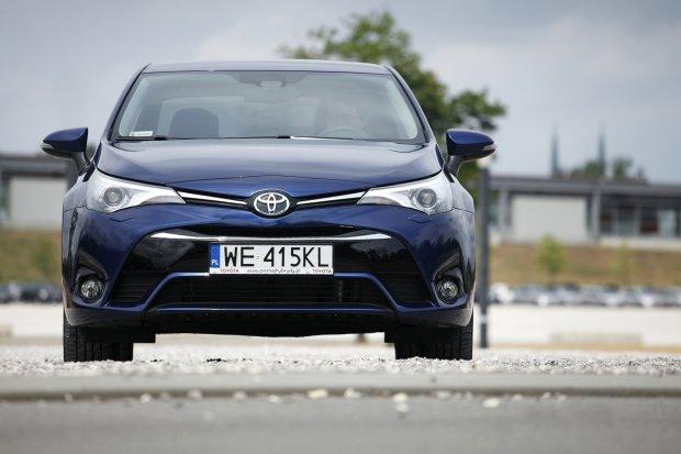 Toyota Avensis 2.0 D-4D Prestige | Test | Druga m�odo��